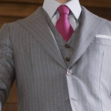 Pinstriped suit Grey: taste of 30s