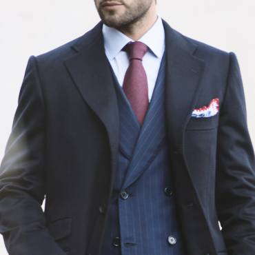 Blue overcoat: warmth and elegance of cashmere